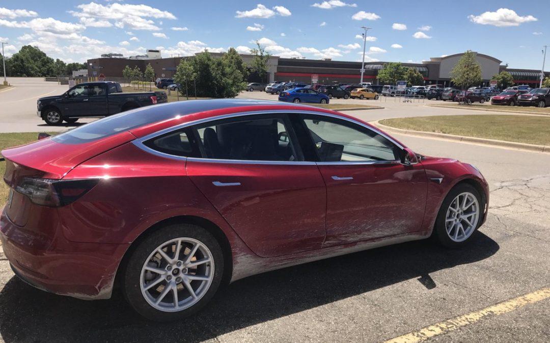 ¿Quieres ver la diferencia en aceleración entre un Model S y un Model 3?
