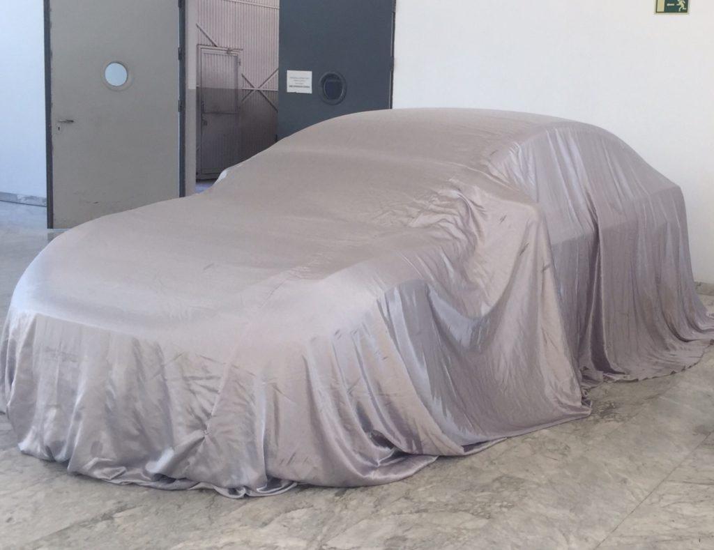 Primera Entrega Tesla Model 3 España. Tapado con lona.