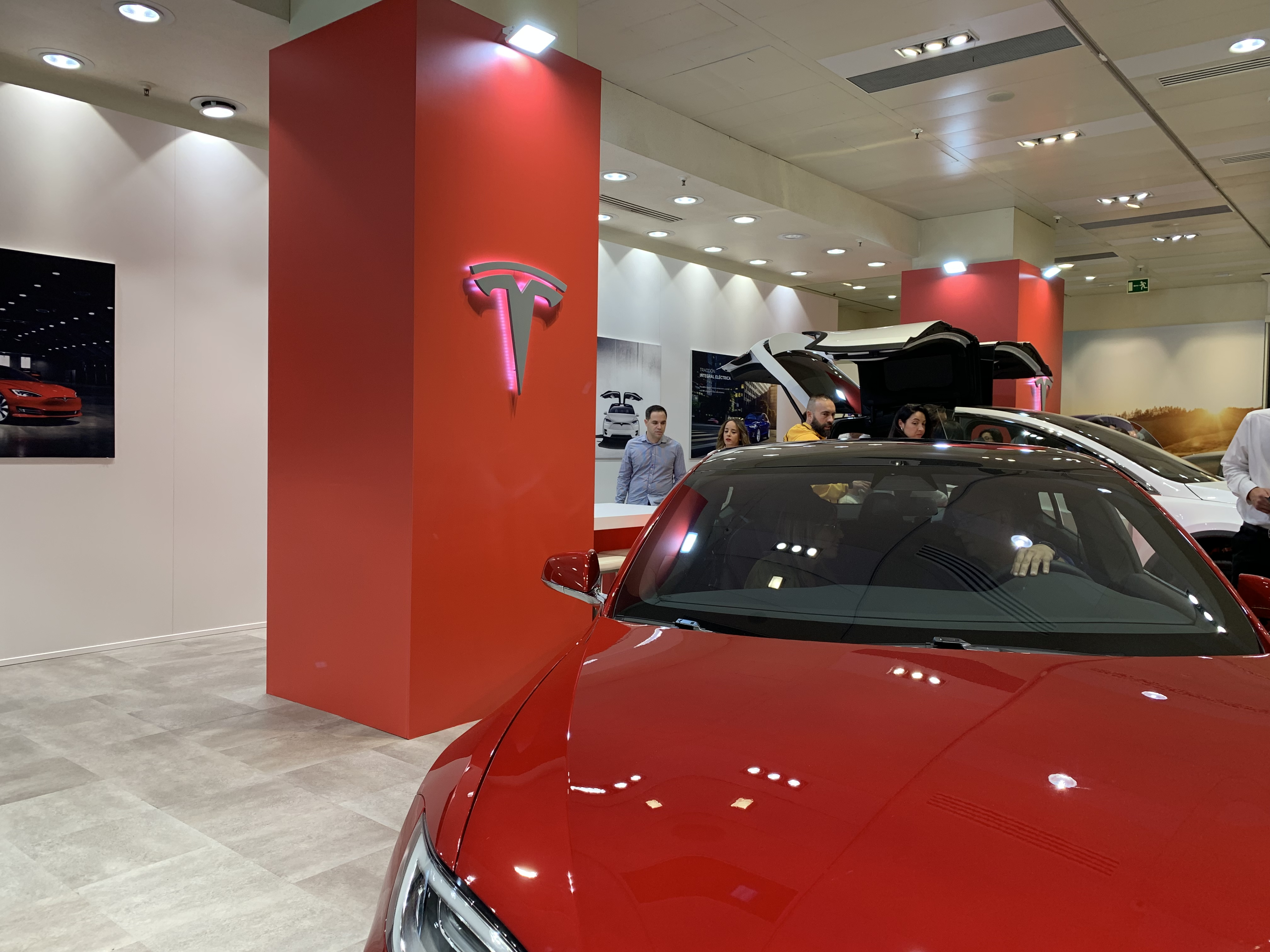 Inauguración de la Tesla Store en Valencia