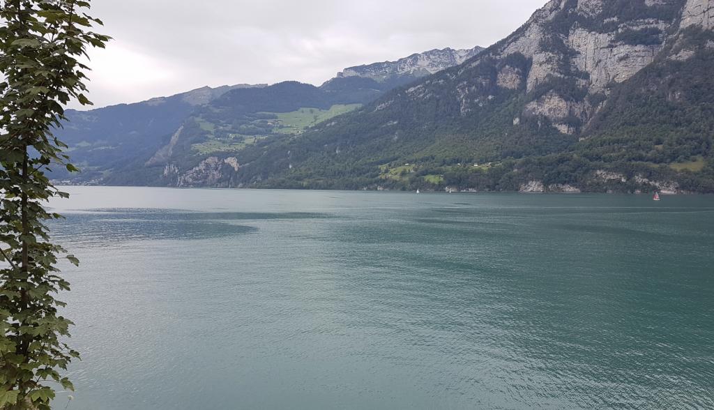 Lago de Walensee enMuhlehorn (Suiza)