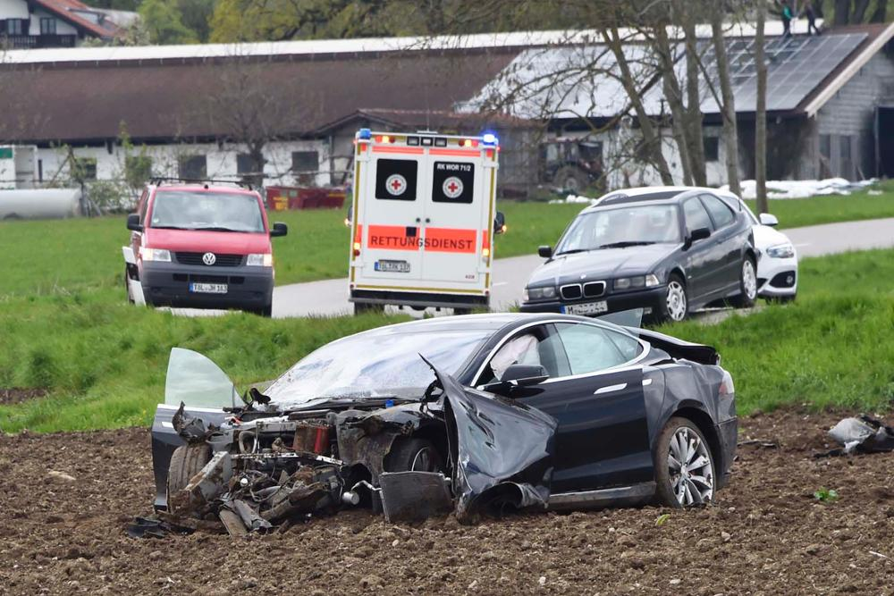 model-s-crash-germany-9[1]