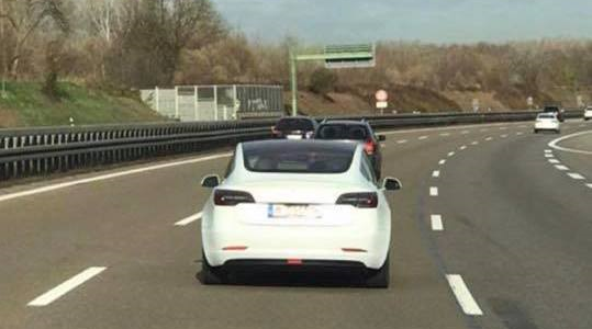 Cazado Model 3 en Alemania
